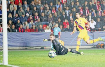 El Barça sufre, pero festeja