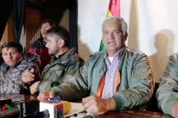 Militares retirados y pasivos piden defender la democracia