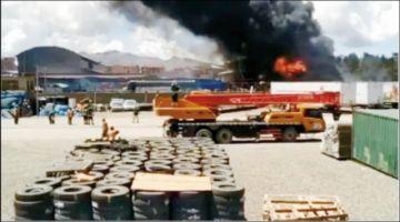 Un incendio de magnitud deja daños en la Aduana