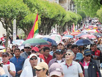 Miles marcharon en la capital y el tono de las protestas sube