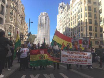 Residentes bolivianos en Madrid y Lima marcharon este sábado