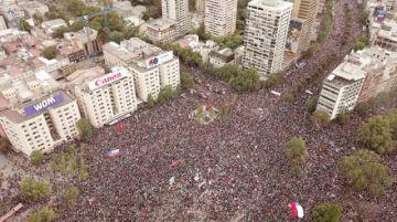 Multitudinaria marcha pide renuncia de Piñera