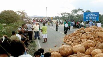 Sectores afines al MAS inician bloqueo nacional