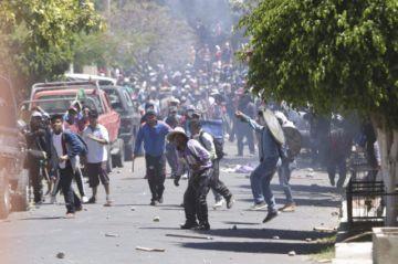 Nueva jornada de enfrentamientos en Cochabamba