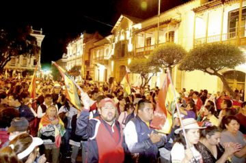 Masiva marcha destaca unidad