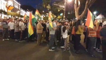 Nueva marcha de la chuquisaqueñidad congrega a miles de personas en Sucre