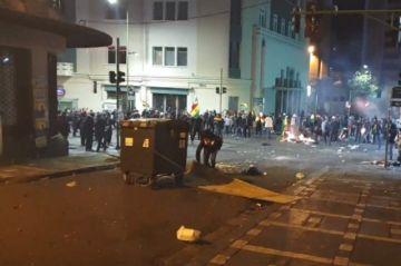 Manifestantes y policías se enfrentan en estos momentos en La Paz