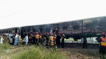Explosión en tren de Pakistán deja 73 muertos