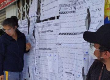 Encuentran material electoral en un contenedor de basura en La Paz