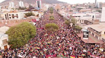 Cabildo nacional pide renuncia  de Evo y ratifica las protestas