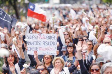 Chilenos llenan las calles