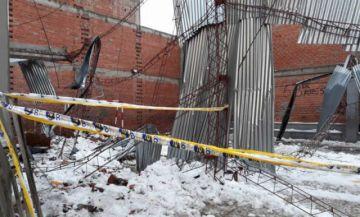 Colapso de tinglado deja heridos en La Paz