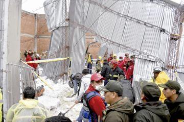 Granizo colapsa tinglado de colegio y deja heridos