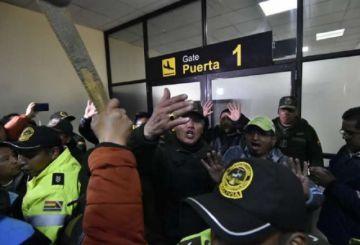 """DGAC afirma que se """"preservó la seguridad"""" en incidentes en aeropuerto de El Alto"""