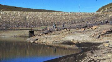 Comunarios cierran válvulas de agua en Cochabamba