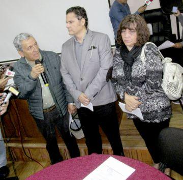 Docentes crean  comisión para defensa legal