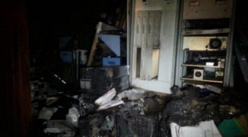 Una turba en El Alto quema y destruye la planta de transmisión de Unitel
