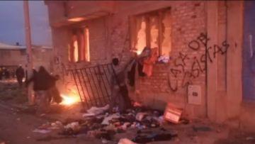 Jornada violenta deja inmuebles incendiados en Oruro y otro con daños en Sucre