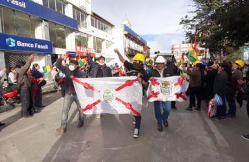 Delegaciones de Sucre y Potosí se refugian en Oruro