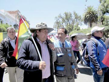 Iván Arciénega renuncia a la Alcaldía
