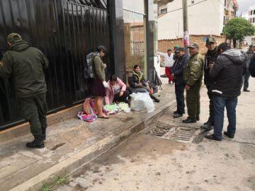 Continúan cruzadas a favor de policías amotinados