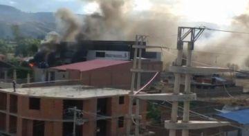 Atacan y queman estación policial de Cochabamba