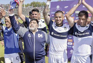 Gimnasia de Maradona gana, pero sigue el zona de riesgo
