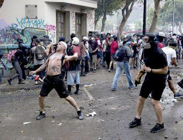 Chile: Detienen a hombre que disparó en protesta