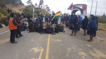 Campesinos afines al MAS bloquean desde esta tarde en Yamparáez y Tarabuco