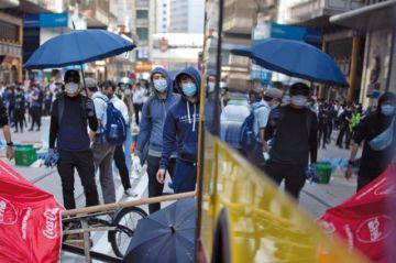 Vuelve la violencia en las protestas de Hong Kong