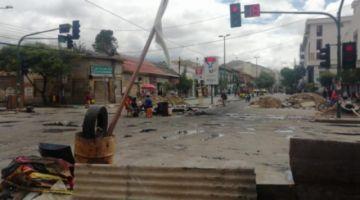 Tres heridos de bala y barricadas en Cochabamba