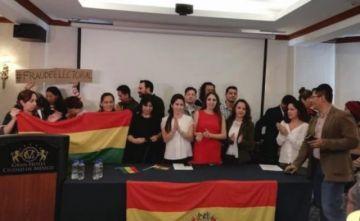 """Bolivianos en México: Gobierno de AMLO deslegitima movilización ciudadana al usar el término """"golpe de Estado"""""""