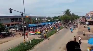 Hay choques con policías y militares en Yapacaní