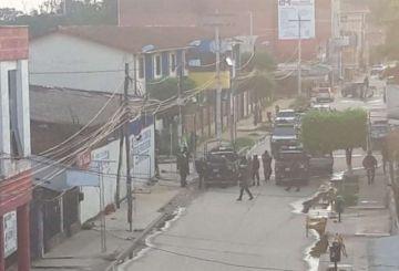 Policías y militares restablecen el orden en Yapacaní