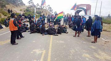 Campesinos bloquean vías en Chuquisaca