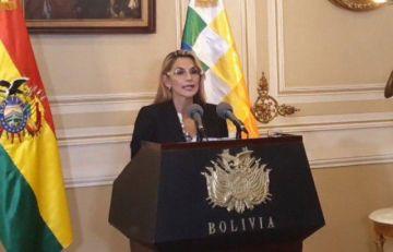 Presidenta llama a transición pacífica y democrática