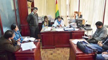 Dicta prisión preventiva para tres vocales del TSE
