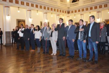 Jeanine Áñez posesiona a su gabinete de ministros