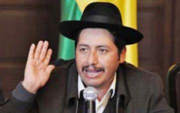 Urquizu no presenta renuncia y MAS asegura que terminará gestión