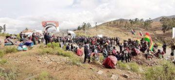 Campesinos bloquean  cuatro accesos a Sucre