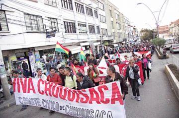 Movilización de Codeinca exige renuncia de Urquizu