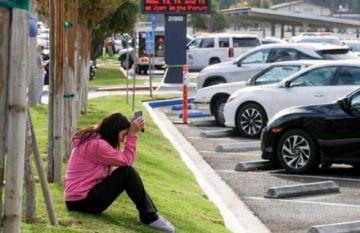 Adolescente mata a dos compañeros en una escuela de EEUU
