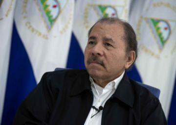 """Ortega dice que salida de Evo abre el camino para """"tomar las armas"""""""