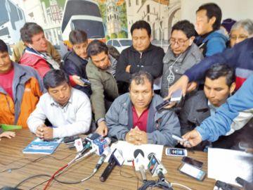 Extrabajadores fabriles piden denunciar despidos