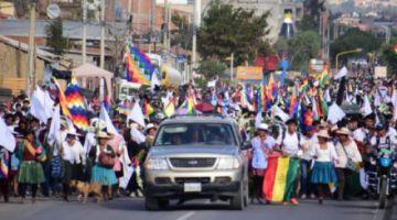 En vivo: La marcha de los cocaleros sale otra vez de Sacaba y se dirige a Cochabamba