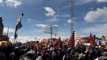 Fejuve del MAS determina continuar con bloqueos y amenaza con cercar a La Paz
