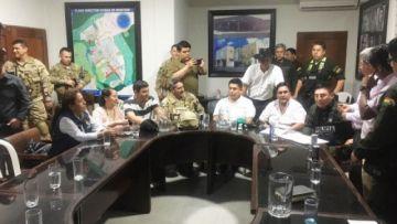 Acuerdan levantar bloqueos en Yapacaní y repliegue simultáneo de FFAA