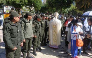 La Policía pide paz con una misa y exhorta a no mirar el pasado