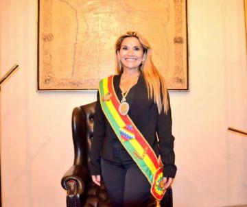 Áñez, la segunda mujer que llega a la Presidencia en la historia del país