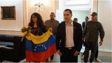 Legación diplomática de Venezuela en Bolivia vuelve a su país